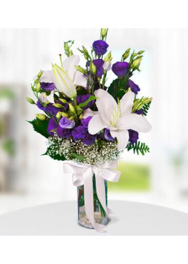 BEYAZ LİLYUM ve MOR LİSYANTUS VAZOSU - ısparta çiçek siparişi
